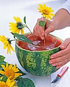 Wassermelone als Vase: 3/4