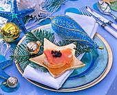 Weihnachten maritim: Sternuntersetzer mit Lachs / Kaviarschnitte