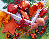 Orangefarbener Christbaumschmuck