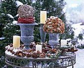 Winterliches Arrangement mit Kugel aus Salix (Weide)