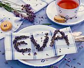 Buchstaben aus Lavandula (Lavendel) zum Namen 'Eva' geformt