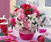 Strauß aus Rosa (Rosen, rosa und rot), Hippeastrum (Amaryllis, weiß)