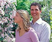 Junges Paar genießt den Vanilleduft