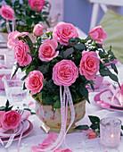 Tischdekoration mit Mini-Rosen