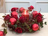 Kranz aus Cornus (Hartriegelzweigen), Rosa (Rosen)