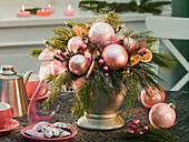 Weihnachtsstrauß mit Lichterkette