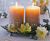 Kerzen mit silbernem Lackstift beschriftet, ovale flache Schale