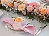 Festliche Tischdeko mit gesteckter Girlande