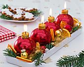 Adventsgesteck mit Abies (Tanne), Citrus (Orange, Stückchen), Engelshaar