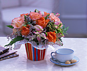 Strauß aus Rosa (Rosen), Alstroemeria (Inkalilie), Limonium