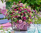 Strauß aus Dianthus (Karthäuser - Nelken), Chamomilla (Kamille)