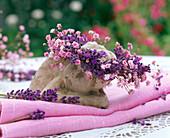 Kranz aus Lavandula (Lavendel) und Gypsophila (Schleierkraut)
