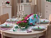 Silvester-Tischdekoration mit Riesenschwein