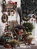 Winterliche Terrasse mit Vogelfutter
