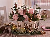 Kleine Weihnachtssträuße aus Rosa (Rosen)