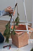 Mit Kabelbindern selbstgebauter Weihnachtsbaum : 6/10