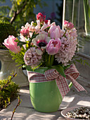 Strauß aus Hyacinthus (Hyazinthen), Tulipa (Tulpen), Anemone