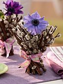 Anemonenblüte in Stehstrauß aus Weidenkätzchen 4/4