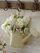 Strauß aus Hyacinthus (Hyazinthen), Narcissus 'Bridal Crown' (Narzissen)