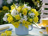 Gelb - weißer Duftstrauß aus Tulipa 'Monte Carlo' (Tulpen), Narcissus 'Inbal'