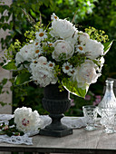 Duftstrauß aus Paeonia lactiflora 'Festiva Maxima' (Pfingstrosen)