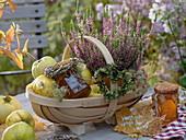 Geschenkkorb mit Quitten, Heide und Quittengelee