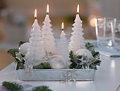 5 - Minuten - Adventskranz aus weißen Tannenbaum - Kerzen