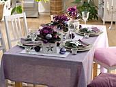 Weihnachtliche Tischdeko mit Usambaraveilchen
