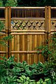 Ornamental BAMBOO SCREEN. Garden of 'OXHERDING PICTURES' DESIGN: R.KETCHELL / E.TUNNELL. HAMPTON Court