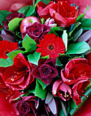 FLOWERBOX Floral Display: Amaryllis 'LIBERTY', Gerbera 'Red Star', Apple AND A Red ROSE