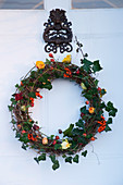 BOONSHILL Farm at CHRISTMAS. Hand-Made WREATH by LISETTE PLEASANCE On THE Front DOOR of THE HOUSE. Designer LISETTE PLEASANCE