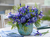 Blauer Frühlingsstrauß : Iris hollandica (Hollandiris), Hyacinthus