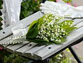Kleiner Hochzeits-Strauß aus Convallaria majalis (Maiglöckchen)