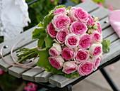 Biedermeierstrauß aus Rosa 'Mini-Eden' (Edelrosen)