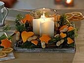 Orangenschale ausstechen als Baumschmuck