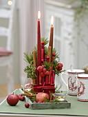 Kerzengesteck aus gefärbten Bambusstücken, Zimtstangen