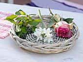 Zutaten für Duftsträuße mit Rosen