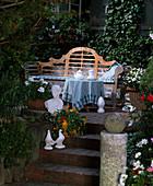 Sitzplatz am Haus