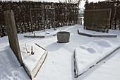 Trapezbeete verschneit im Winter