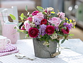 Duftstrauß aus Rosa (Rosen), Hyacinthus (Hyazinthen), Ranunculus