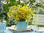 Wiesen-Strauß mit Ranunculus acer (Hahnenfuss)
