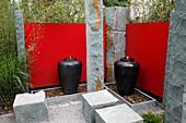 Japangarten : Schwarze Steinamphoren als Wasserspiel