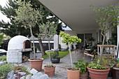 Gemauerter Backofen im Garten