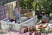 Frühstück mit Marmelade aus Stachelbeeren (Ribes uva-crispa)