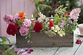 Kleine Sträuße aus Rosa (Rosen), Anthirrhinum (Löwenmäulchen)