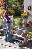 Herbstterrasse mit Pflanzentreppe