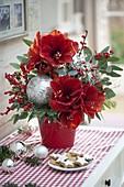 Rot-silberner Weihnachtsstrauß
