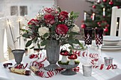 Silvesterstrauß aus Rosa (Rosen), Cytisus (Ginster), Eukalyptus