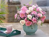 Rosa 'Fedora' (Rosen), Gerbera Germini 'Alissia' , Dianthus (Nelken