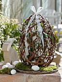 Selbstgemachtes Ei aus Salix (Weide) gefüllt mit Muehlenbeckia (Drahtwein)